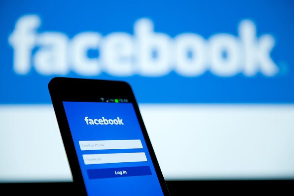 download Facebook video in Android and iPhone